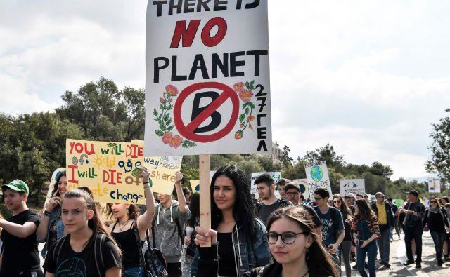 Šolarji na protestu za osveščanje o podnebnih spremembah v Atenah. FOTO: Louisa Gouliamaki/AFP