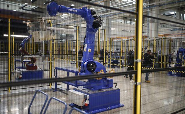 »Vsakega robota, ki je izrinil tri delovna mesta, je potrebno obremeniti s prispevki vsaj v višini enega zaposlenega.« Foto Uroš Hočevar