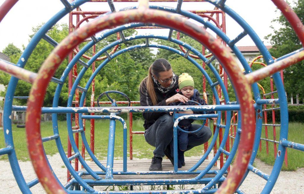 FOTO:Kako občina vzdržuje otroška igrišča