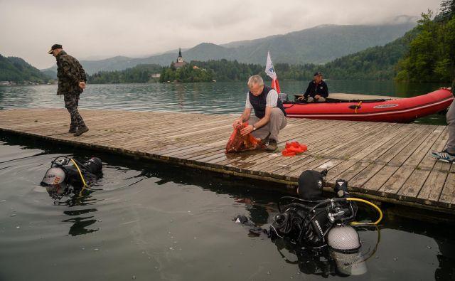 Pri čiščenju Blejskega jezera in okolice je sodelovalo okoli 150 prostovoljcev. FOTO: Milan Tomažin