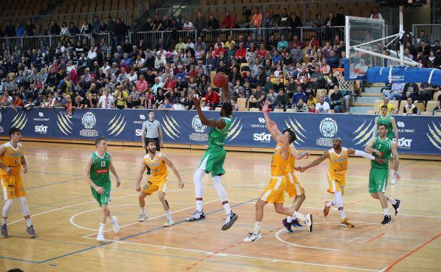 Obramba Sixta Primorske je v zadnji četrtine ustavila Ljubljančane. FOTO: Petrol Olimpija