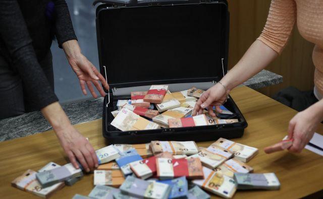 Pomembno je razumeti, da je tudi obljuba ali ponudba nezakonitega financiranja in sprejetje obljube ali ponudbe, dokončano kaznivo dejanje, opozarja Drago Kos. Foto Leon Vidic/delo