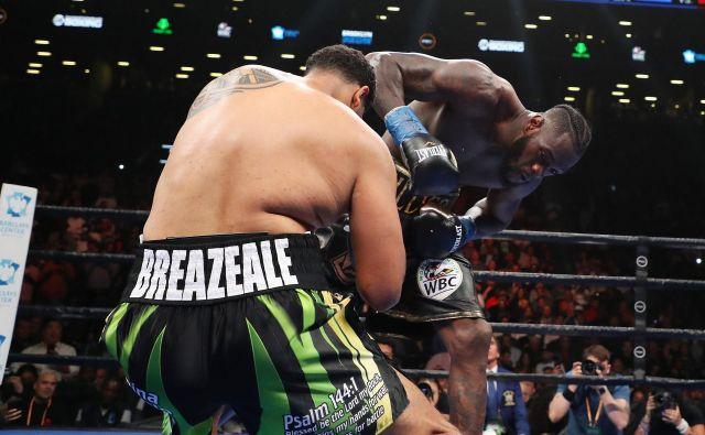 Že v uvodni rundi je Deontay Wilder nokavtiral Dominica Breazeala. FOTO: AFP
