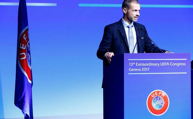 Uefa bo krenila proti euru 2020 s sloganom »Navijači so na prvem mestu«. FOTO: Reuters