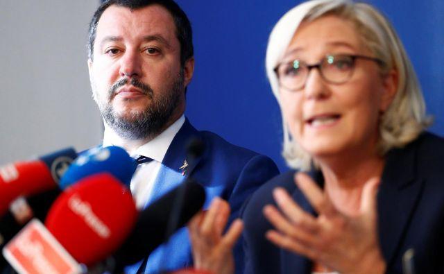 Italijan Matteo Salvini in Francozinja Marine Le Pen sta stebra nacionalističnega zavezništva. FOTO/Reuters