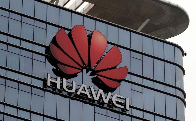 V Huaweiu bodo morali odslej uporabljati javno različico androida, imenovano Android Open Source Project, ki pa ne zajema standardnih aplikacij, kakršne so Gmail, Google Maps, Google Photos ali Youtube. FOTO: Tyrone Siu/Reuters
