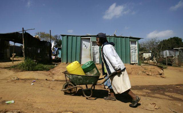 Četrt stoletja po koncu apartheida južnoafriške rane še zdaleč niso zaceljene. FOTO: Reuters