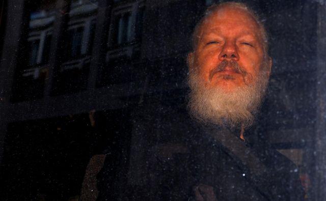 Če bo sodišče pridržanju ugodilo, bo to prvi korak na poti do morebitne izročitve Assangea Švedski. FOTO: Peter Nicholls/Reuters