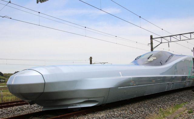 Izdelava prototipa vlaka ALFA-X s podolgovatim nosom in desetimi vagoni je stala 81 milijonov evrov. FOTO: AFP<br />