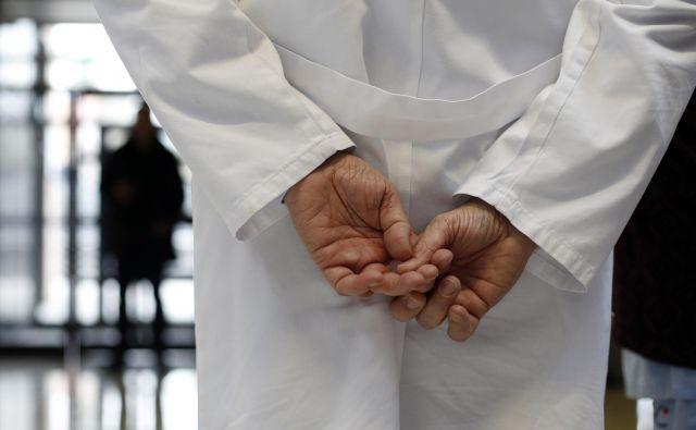 Zdravniki se glede lastne varnosti lahko zanašajo le nase in na svoje stanovske organizacije. FOTO: Blaž Samec