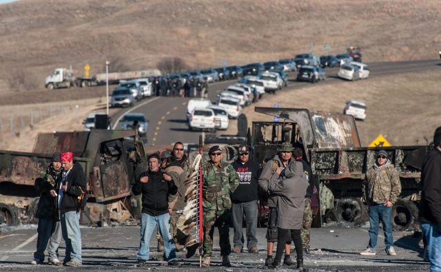 Protesti v Standing Rocku so navdih za podobne proteste drugod in tudi za predpise, ki protestnike pošiljajo v zapor. FOTO: Stephanie Keith/Reuters
