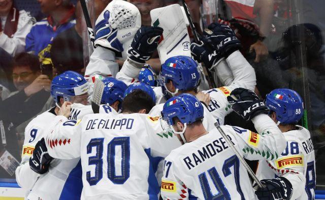 Veselju Italijanov ob obstanku med svetovno hokejsko elito ni bilo konca. FOTO Reuters
