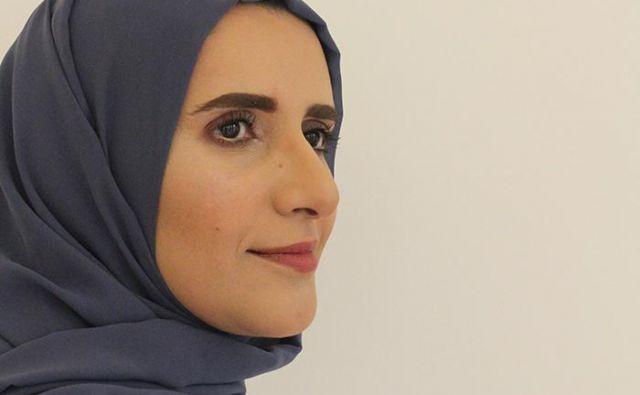 Jokha Alharthi je prva literatinja iz Omana, katere dela so prevedli v angleščino. Doslej je objavila že več romanov, zbirk kratke proze in del za otroke.FOTO: jokha.com