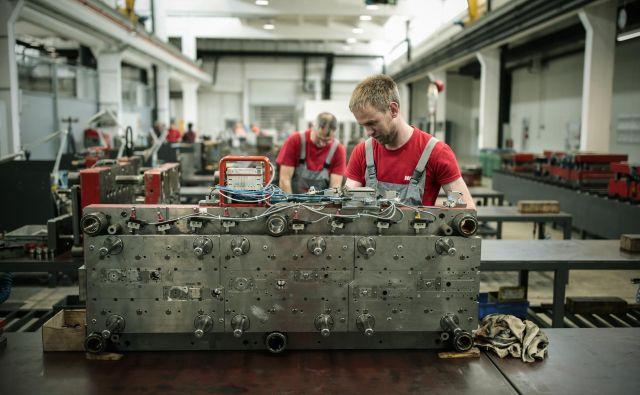 Slovenske gospodarske družbe so lani ustvarile 44.415 evrov, neto dodane vrednosti na zaposlenega, medtem ko je leta 2008 znašala približno 35.000 evrov. Foto Uroš Hočevar