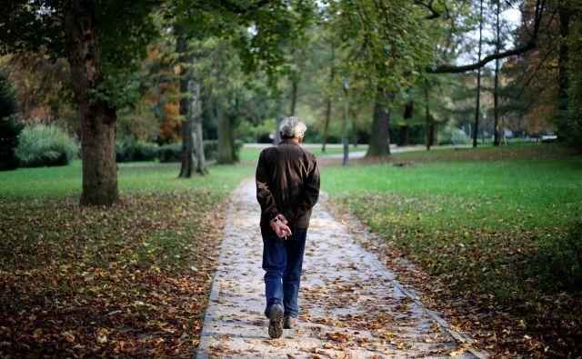Starejši sogovorniki so polni zgodb. FOTO: Matej Družnik