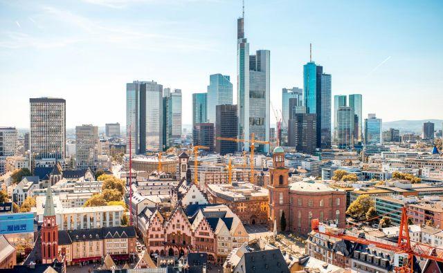 Frankfurt kljub nebotičnikom ne more uiti svoji vaški preteklosti. FOTO: Shutterstock