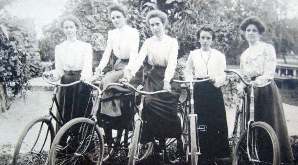 Ženski protinapad na Aškerca. Ženske na biciklu, 2.del