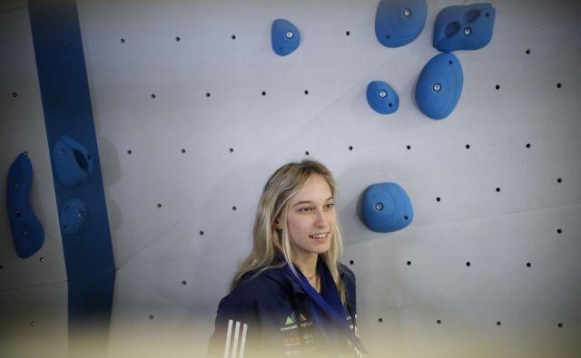 Pred zadnjo tekmo sezone za svetovni pokal v balvanskem plezanju v ZDA se bo Janja Garnbret s tekmicami predstavila na ekshibicijski preizkušnji v Ljubljani. FOTO:Uroš Hočevar/Delo