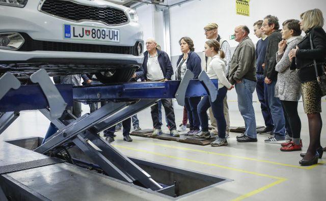 Medijska hiša Delo je v sodelovanju s Kia servisnim centrom Ljubljana za svoje bralce organizirala delavnico o pripravi vozila na daljše potovanje. FOTO: Uroš Hočevar/Delo