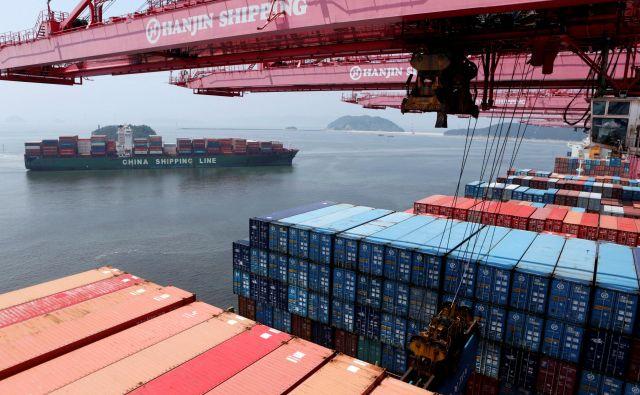 Eden od strahov EU je, da bi Kitajska in ZDA sklenile ločeno kupčijo brez upoštevanja pravil WTO kot temelja multilateralnega trgovinskega reda. FOTO: Reuters