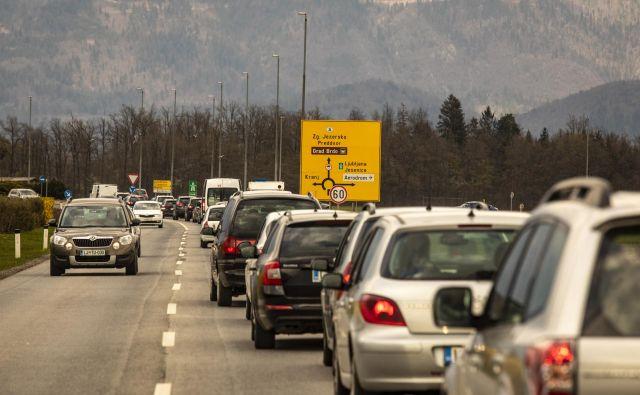 To bo že tretji letošnji poseg v prometno infrastrukturo v Kranju. FOTO: Voranc Vogel/Delo