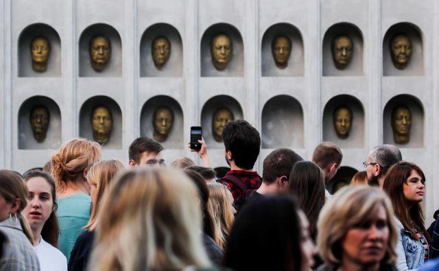 Vsak kulturni produkt sodobnosti si želi načrtno ustvariti čim širši krog privrženih oboževalcev, ki na spletu generirajo zastonjske vsebine, povezane z ozadjem, zgodovino oziroma folkloro. FOTO: Reuters