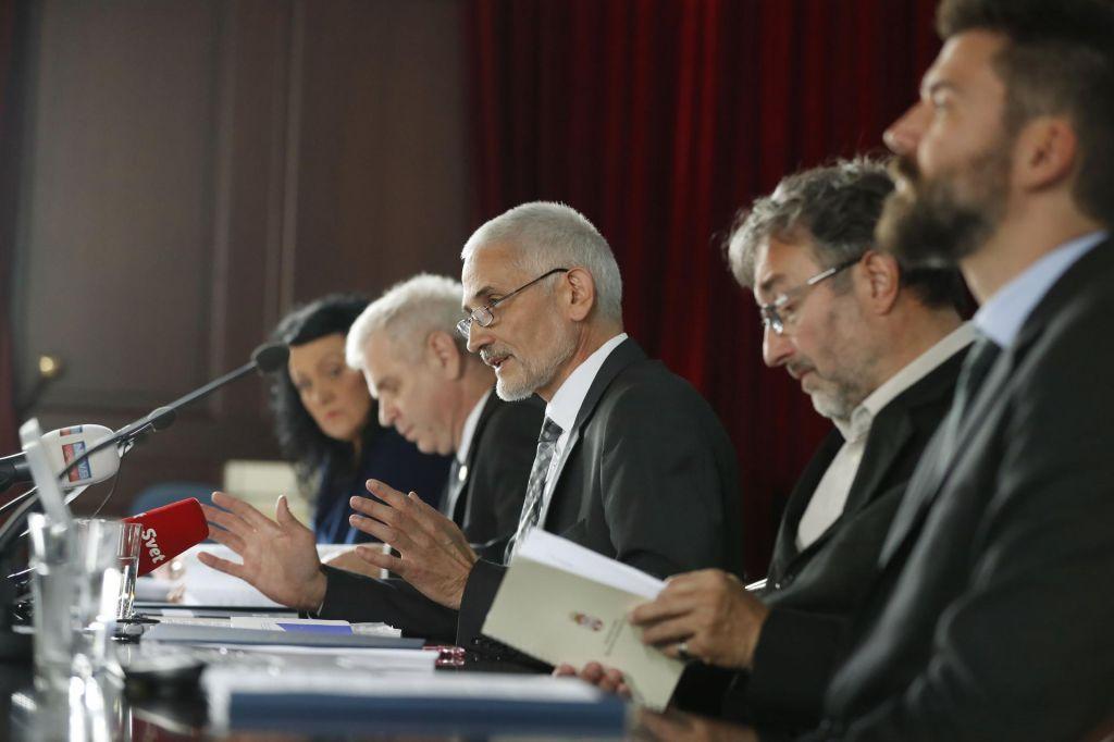 FOTO:Vodilni v pravdanju, zadnji pri ustreznih prostorih
