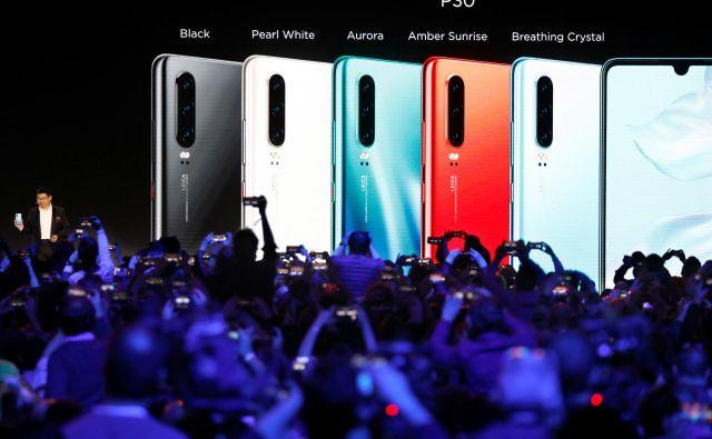 Richard Yu, eden izmed direktorjev Huaweia, je že marca napovedal, da v podjetju razvijajo nov operacijski sistem. FOTO: Charles Platiau/Reuters