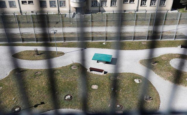 Slovenske zapore še vedno pesti premalo prostora in pomanjkanje pravosodnih policistov. FOTO: Uroš Hočevar