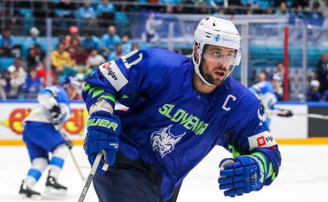 Slovenci se bodo za povratek med elito potegovali na domačem ledu, jim bo pomagal tudi Anže Kopitar? FOTO: Sportida