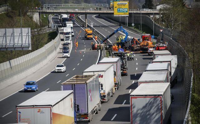 V Sloveniji je bilo ob koncu leta 2018 registriranih skoraj 1,569 milijona cestnih vozil. FOTO: Uroš Hočevar/Delo