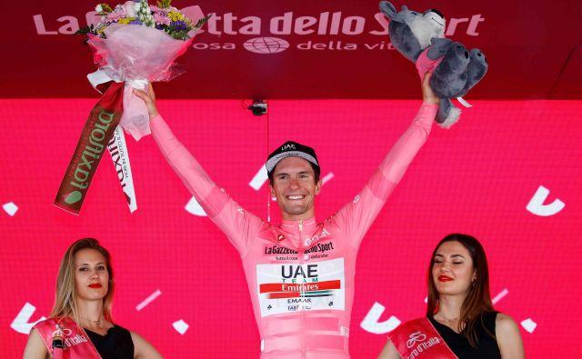 Slovenci do letošnjega Gira še nikoli niso nosili rožnate majice, zdaj jo nosi že drugi naš kolesar, po Primožu Rogliču še Jan Polanc. FOTO: AFP