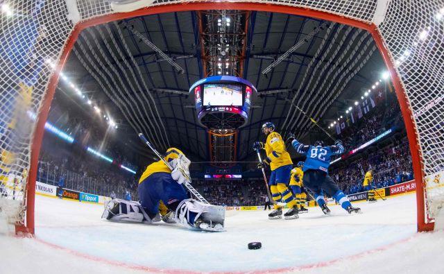 Finci so se prešeno veselili zmage nad sosedi. FOTO: AFP