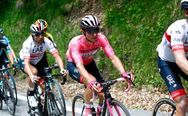 Jan Polanc je ubral svoj ritem in brez večjih težav ubranil rožnato majico vodilnega na Giru. Foto AFP
