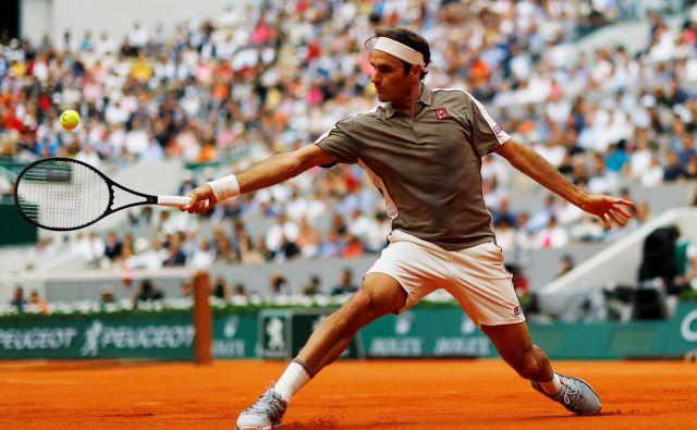 Manj kot dve uri je potreboval Roger Federer za uvodno zmago na Roland-Garrosu, prvo po letu 2015. FOTO: REUTERS