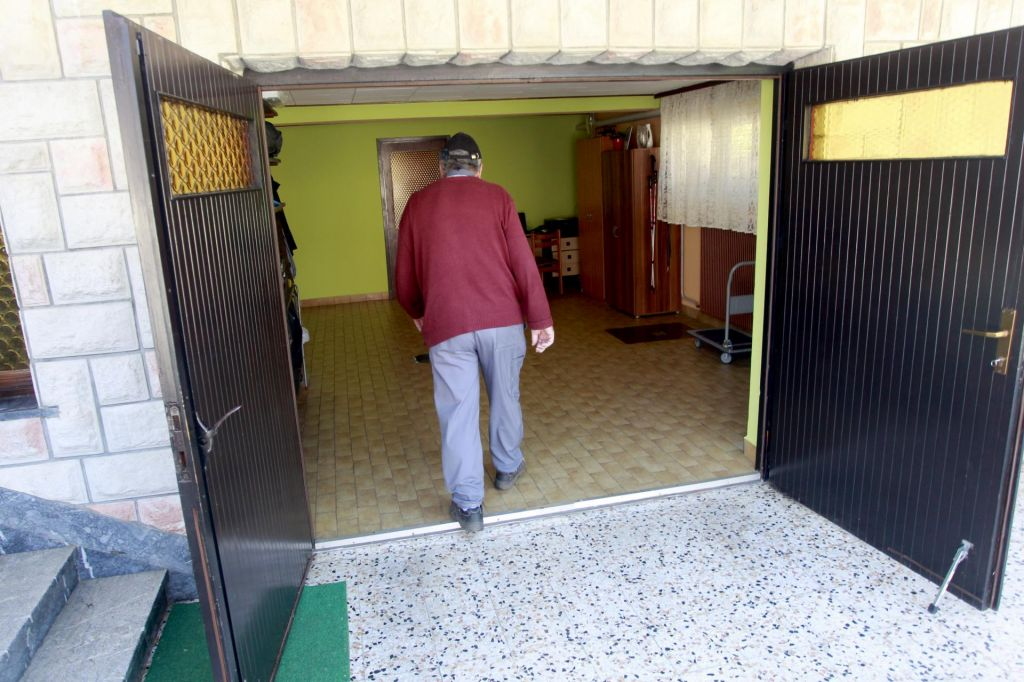 FOTO:Država varčuje na voliščih v Grosupljem