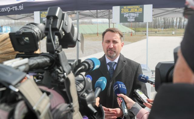 Razrešitev Velova je vladi v četrtek predlagal svet AVP, ker članom sveta ni ustrezno pojasnil dogodka, povezanega s poškodbo službenega avtomobila. FOTO: Marko Feist