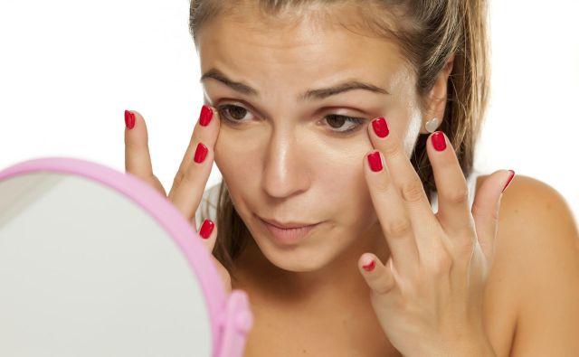 V nekem trenutku v ogledalu vidimo še nekoga ...<br /> Foto Shutterstock