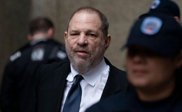 Harvey Weinstein se s poravnavo ne bo izognil kazenskemu procesu za spolni napad na dve ženski, ki ga na sodišču na Manhatnu čaka septembra. FOTO: Don Emmert/AFP