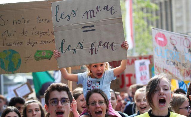 Danes v švicarskem mestu Lausanne poteka protest proti klimatskim spremembam, ki ga je organizirala švicarska mladina. FOTO: Denis Balibouse/REUTERS