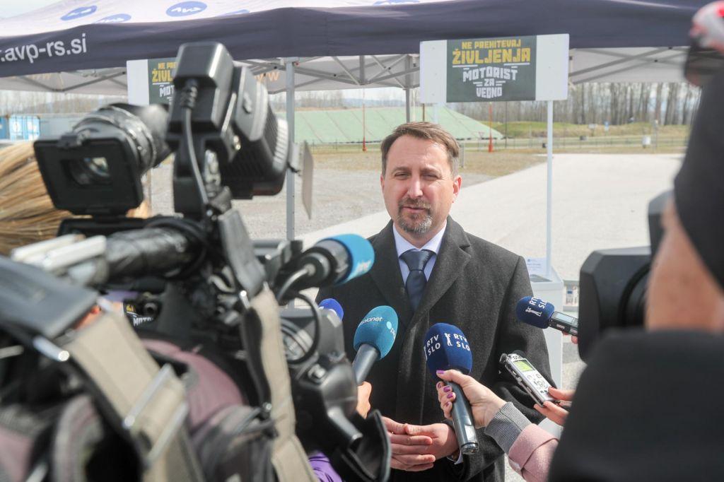 Vlada predčasno razrešila Velova z mesta direktorja AVP