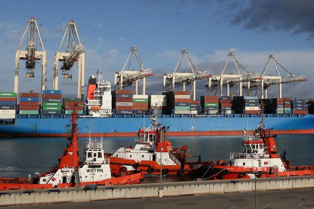 Luka Koper rasla pri kontejnerjih, nazadovala pri avtomobilih