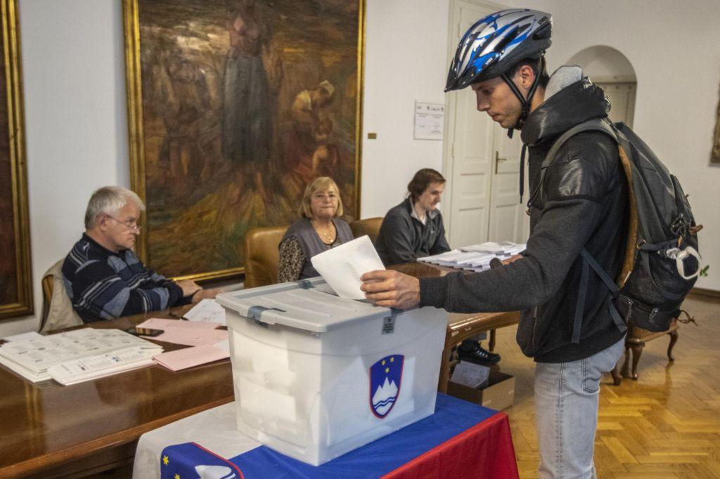 Letos na predčasnih volitvah skoraj 70 odstotkov več volivcev kot leta 2014