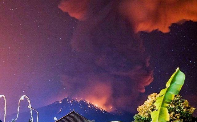 Dim in lava, ko je izbruhnil Agung. FOTO: Social Media Wayan Kartika
