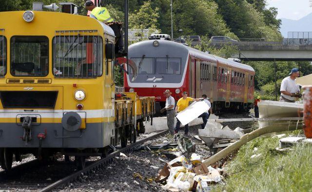 Trčenja vlaka in tovornjaka. FOTO: Matej Družnik/Delo
