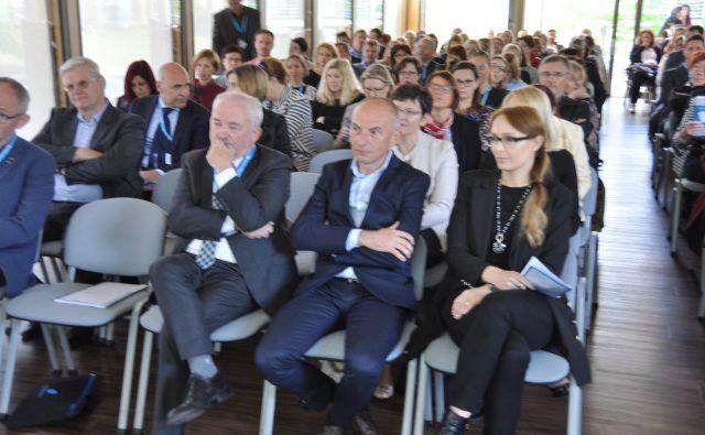 Srečanja društva ekonomistov v zdravstvu so se udeležili minister za zdravje Aleš Šabeder, generalni direktor ZZZS Marjan Sušelj in predsednik Odbora za zdravstvo DZ dr. Franc Trček. FOTO Društvo ekonomistov v zdravstvu