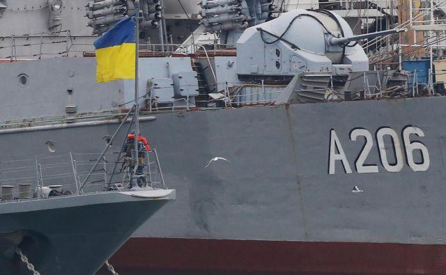 Rusija je tri ukrajinske vojaške ladje blizu polotoka Krim zasegla že novembra lani. FOTO: Reuters