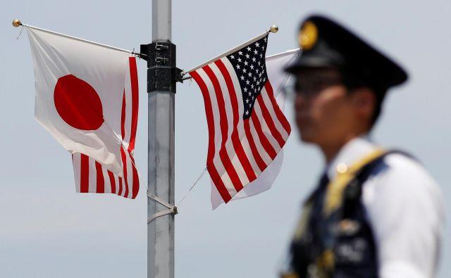 Japonsko sicer skrbi predvsem, da bi Trump uvedel posebne carine na japonske avtomobile, kar bi lahko močno škodovalo japonskemu gospodarstvu. FOTO: Issei Kato/Reuters