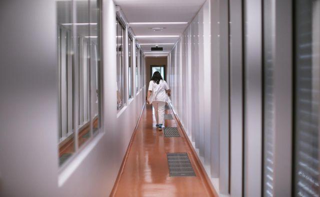 Petro Sever Žveglič so na podlagi fotokopije ponarejene diplome najprej zaposlil kot diplomirano medicinsko sestro, nato pa še kot zdravnico. FOTO: Jure Eržen/Delo