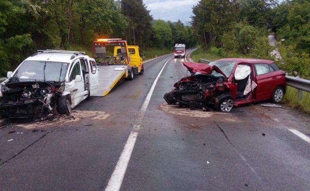 Prometna nesreča na cesti Podtabor-Tržič. FOTO: PU Kranj